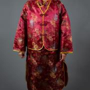 女五彩緞旗袍